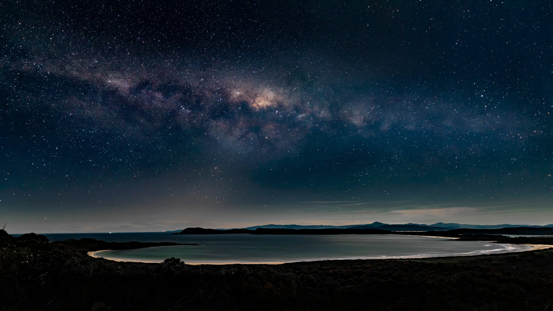 Spectacular view of the Milky Way over Cloudy Bay